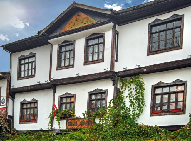 What comprises of traditional Turkish houses